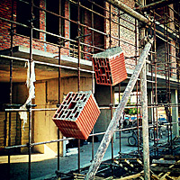 Viseći blokovi. Vise tako s fasade. Ne znam im svrhu - [°] - Dejan Danailov © 2012.